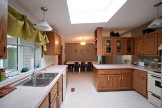 Photo 2: 12 King Crescent in Portage la Prairie RM: House for sale : MLS®# 202112403