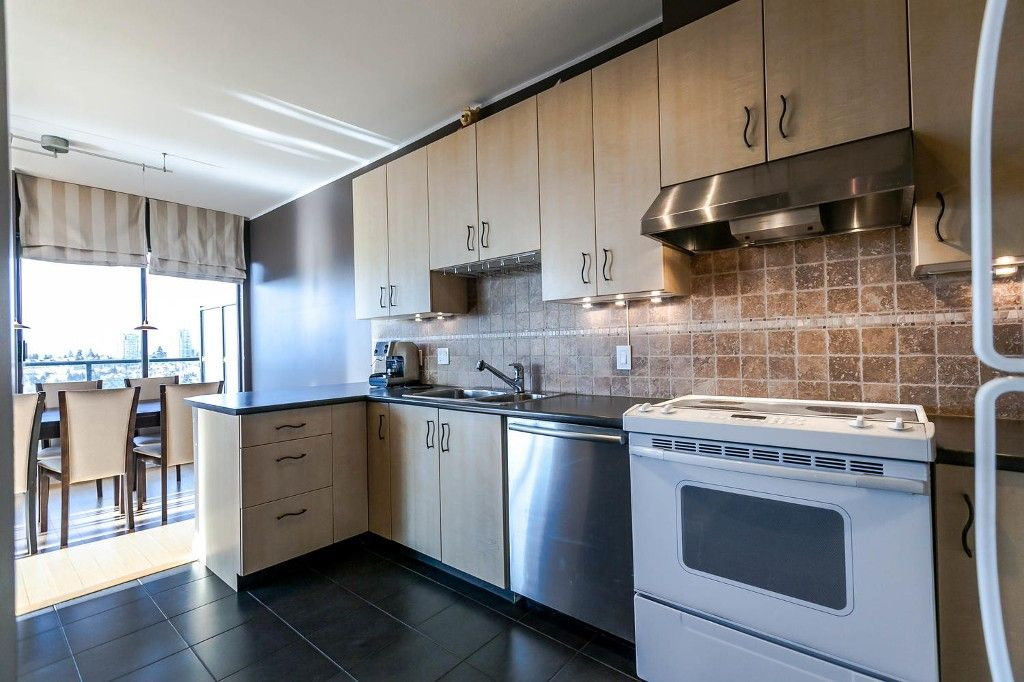 """Photo 10: Photos: 1903 7368 SANDBORNE Avenue in Burnaby: South Slope Condo for sale in """"MAYFAIR PLACE I"""" (Burnaby South)  : MLS®# R2140930"""