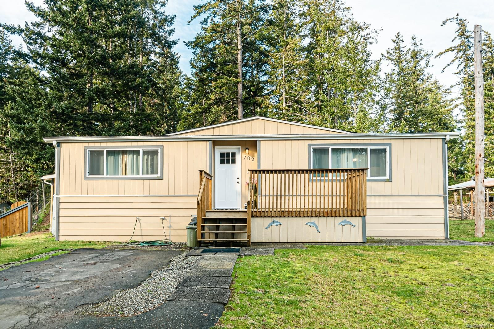 Main Photo: 702 Lazo Rd in : CV Comox Peninsula Manufactured Home for sale (Comox Valley)  : MLS®# 865617