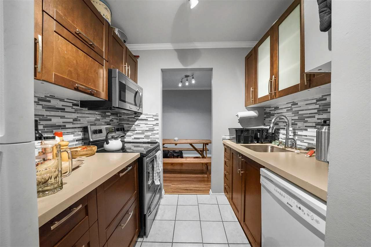 """Main Photo: 311 9620 MANCHESTER Drive in Burnaby: Cariboo Condo for sale in """"Brookside Park"""" (Burnaby North)  : MLS®# R2578998"""