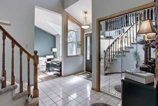 Photo 4: 824 Shawnee Drive SW in Calgary: Shawnee Slopes Detached for sale : MLS®# A1083825