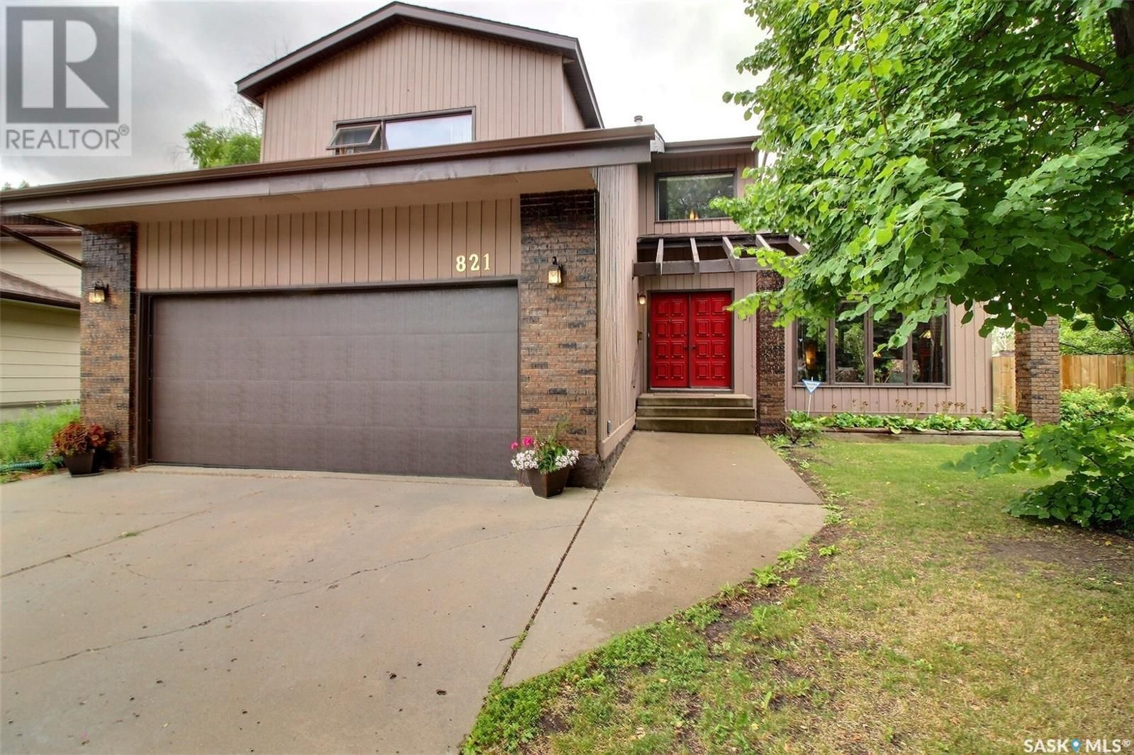 Main Photo: 821 Chester PL in Prince Albert: House for sale : MLS®# SK862877