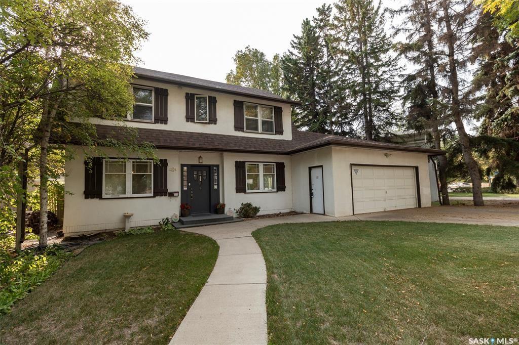 Main Photo: 1004 University Drive in Saskatoon: Varsity View Residential for sale : MLS®# SK871257