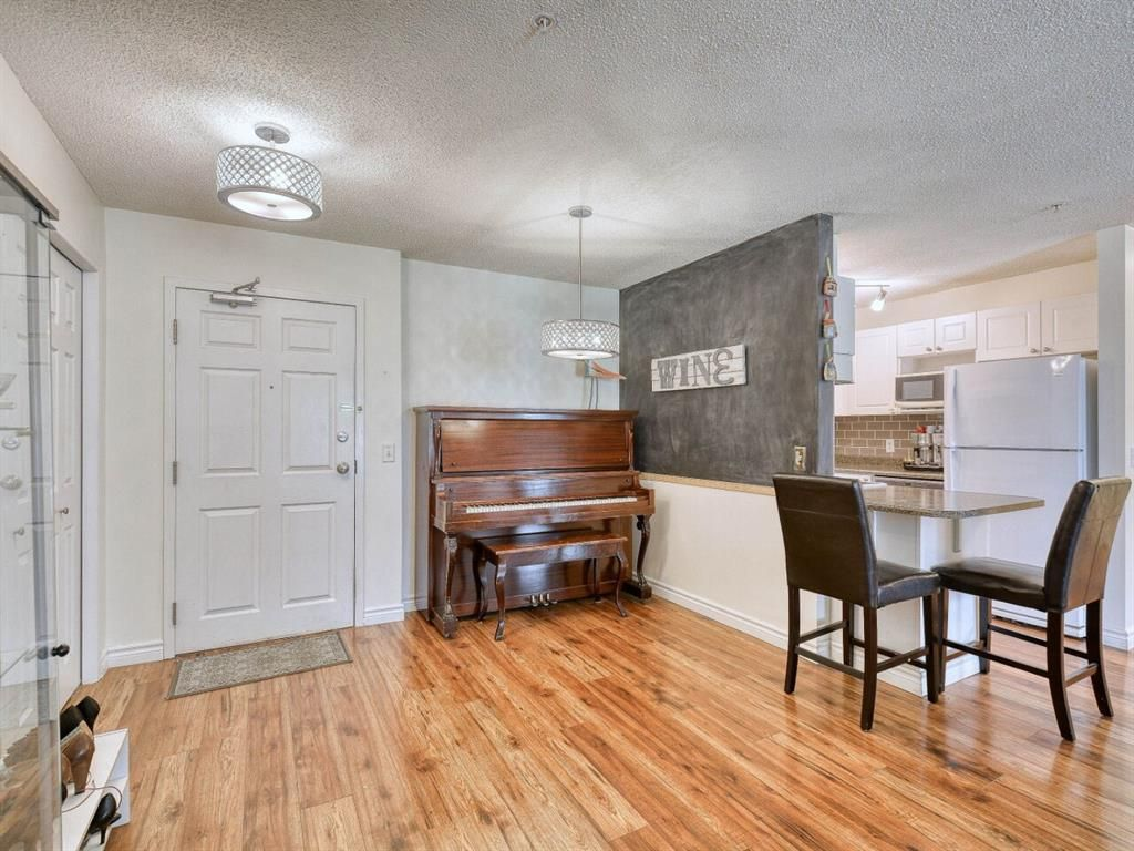 Main Photo: 107 9 Country Village Bay NE in Calgary: Country Hills Apartment for sale : MLS®# A1106185