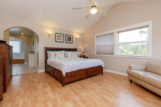 Photo 11: 2219 Highland Rd in View Royal: VR Prior Lake House for sale : MLS®# 746525
