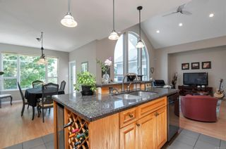 Photo 10: 260 Stratford Dr in : CR Campbell River Central House for sale (Campbell River)  : MLS®# 880110