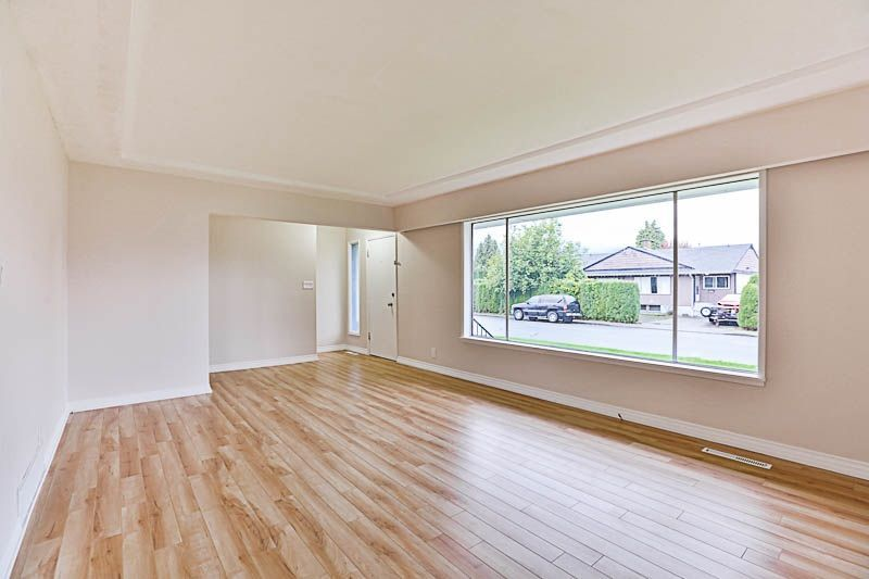 Photo 4: Photos: 46202 BROOKS Avenue in Chilliwack: Chilliwack E Young-Yale House for sale : MLS®# R2216123