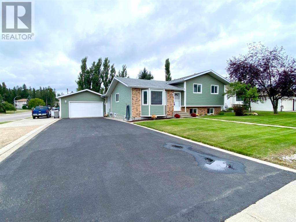 Main Photo: 46 Pineview Road in Whitecourt: House for sale : MLS®# A1141089