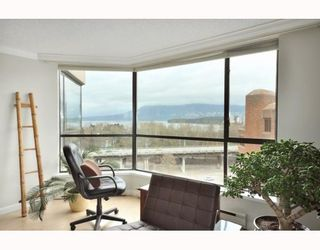 """Photo 8: 1107 1450 PENNYFARTHING Drive in Vancouver: False Creek Condo for sale in """"HARBOUR COVE"""" (Vancouver West)  : MLS®# V810158"""
