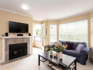 """Photo 5: 202 2355 W BROADWAY in Vancouver: Kitsilano Condo for sale in """"CONNAUGHT PARK PLACE"""" (Vancouver West)  : MLS®# R2464829"""