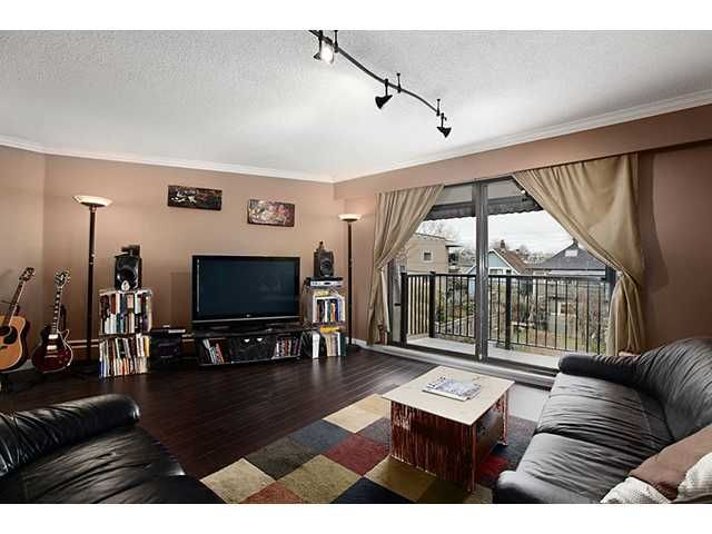 Main Photo: 306 2222 CAMBRIDGE Street in Vancouver: Hastings Condo for sale (Vancouver East)  : MLS®# V951817