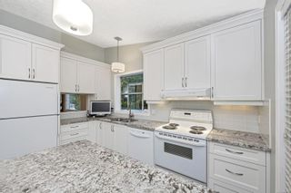 Photo 10: 1670 Barrett Dr in North Saanich: NS Dean Park House for sale : MLS®# 886499