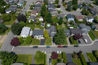 """Photo 2: 27153 33A Avenue in Langley: Aldergrove Langley House for sale in """"Parkside"""" : MLS®# R2591758"""