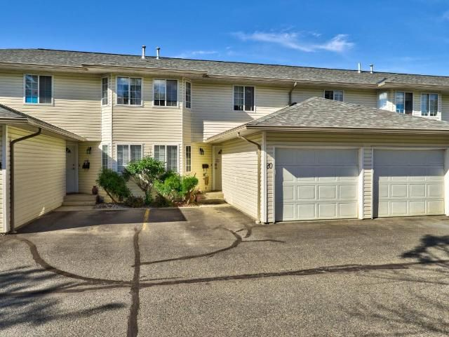 Main Photo: 20 2020 ROBSON PLACE in Kamloops: Sahali Townhouse for sale : MLS®# 158445