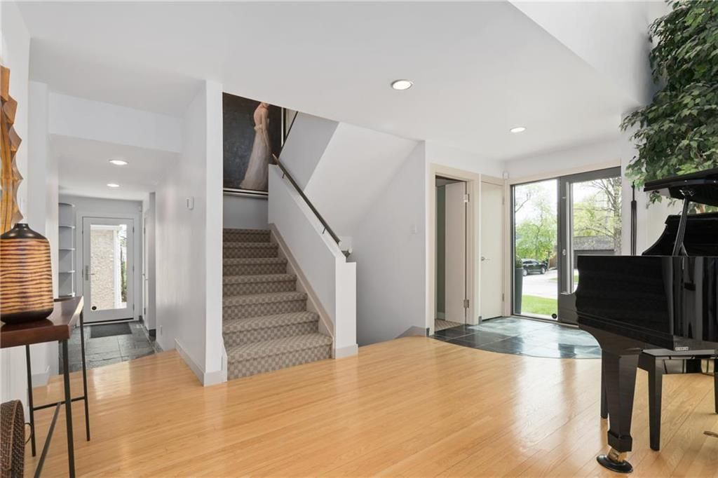 Photo 4: Photos: 97 Woodlawn Avenue in Winnipeg: Residential for sale (2C)  : MLS®# 202011539