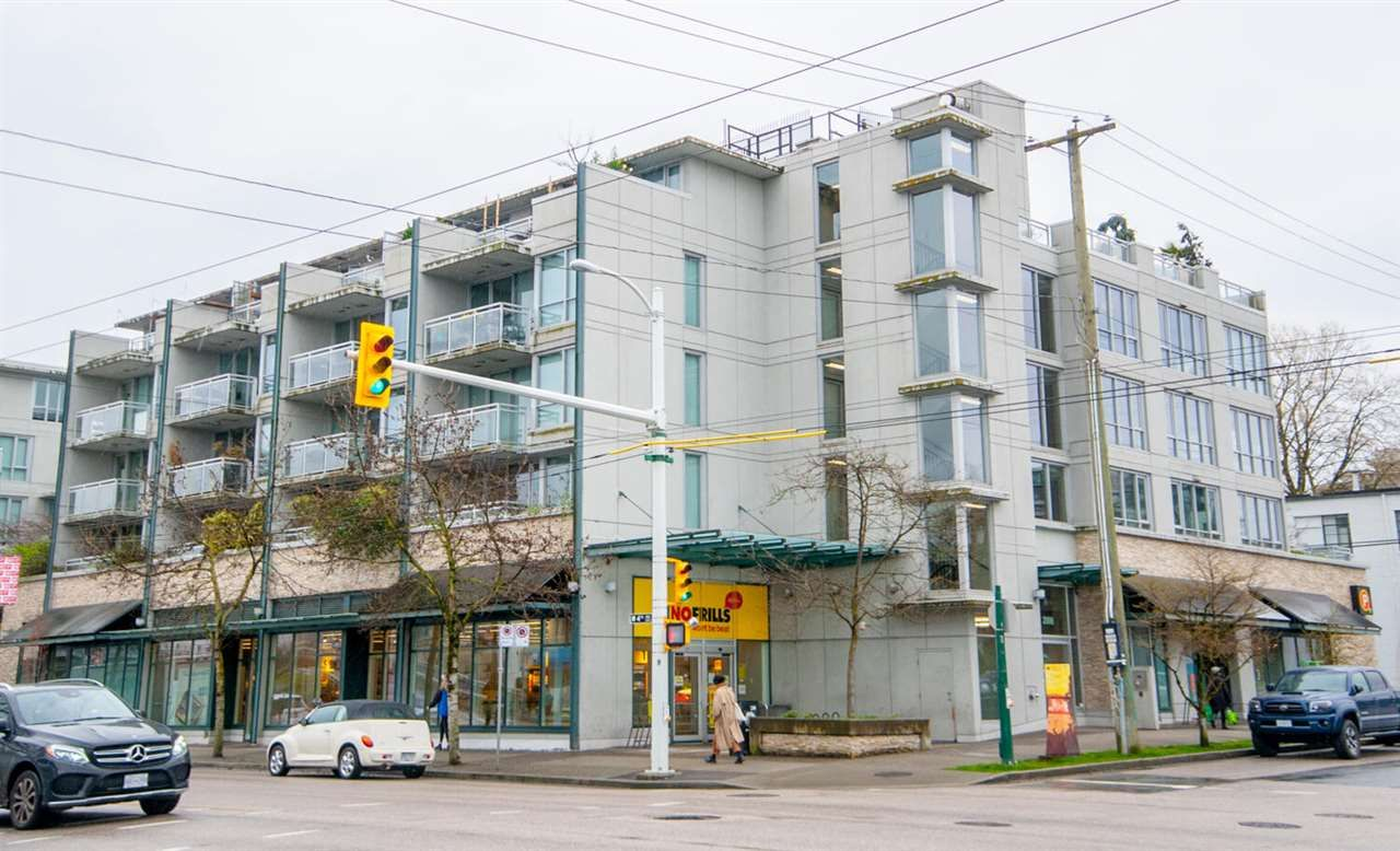 Main Photo: 426 2008 PINE Street in Vancouver: False Creek Condo for sale (Vancouver West)  : MLS®# R2560349