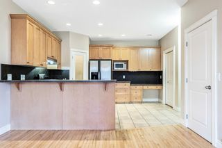 Photo 4: 2 720 56 Avenue SW in Calgary: Windsor Park Row/Townhouse for sale : MLS®# A1153375