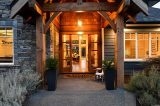 Photo 2: 1422 Lupin Dr in Comox: CV Comox Peninsula House for sale (Comox Valley)  : MLS®# 884948