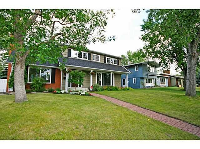 Welcome to 12408 Lake Christina Road, one of the best curb appeals and lots that you'll find in Bonavista.  View more photos here: http://tinyurl.com/klth892