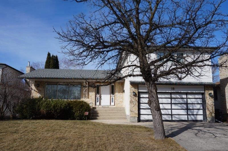 Main Photo: 18 Scalena Place in : Westwood Single Family Detached for sale