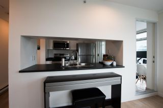 """Photo 11: 2607 438 SEYMOUR Street in Vancouver: Downtown VW Condo for sale in """"Conference Plaza"""" (Vancouver West)  : MLS®# R2574733"""