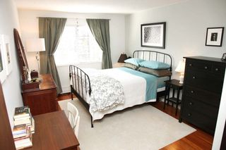 """Photo 4: 212 131 W 4TH Street in North Vancouver: Lower Lonsdale Condo for sale in """"Nottingham Place"""" : MLS®# R2239655"""