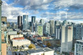"""Photo 10: 1606 1188 HOWE Street in Vancouver: Downtown VW Condo for sale in """"1188 HOWE"""" (Vancouver West)  : MLS®# R2529950"""