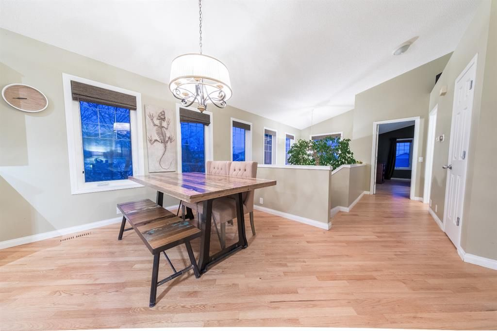 Photo 5: Photos: 42 Tuscany Hills Park NW in Calgary: Tuscany Detached for sale : MLS®# A1092297
