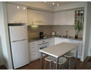 """Photo 3: 703 131 REGIMENT Square in Vancouver: Downtown VW Condo for sale in """"SPECTRUM"""" (Vancouver West)  : MLS®# V786858"""