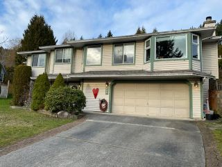 Photo 1: 627 BENTLEY Road in Port Moody: North Shore Pt Moody House for sale : MLS®# R2438639