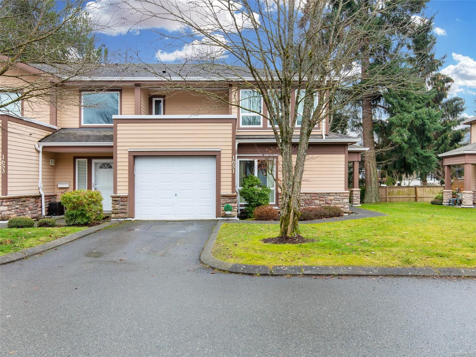 Main Photo: 1651 Creekside Dr in : Na Central Nanaimo Row/Townhouse for sale (Nanaimo)  : MLS®# 865852