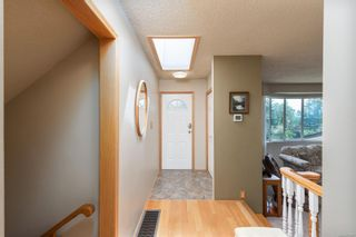 Photo 3: 1956 Sandover Cres in : NS Dean Park House for sale (North Saanich)  : MLS®# 876807