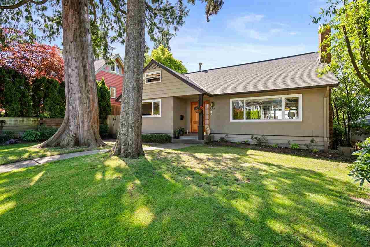 Main Photo: 327 W 26TH Street in North Vancouver: Upper Lonsdale House for sale : MLS®# R2582340