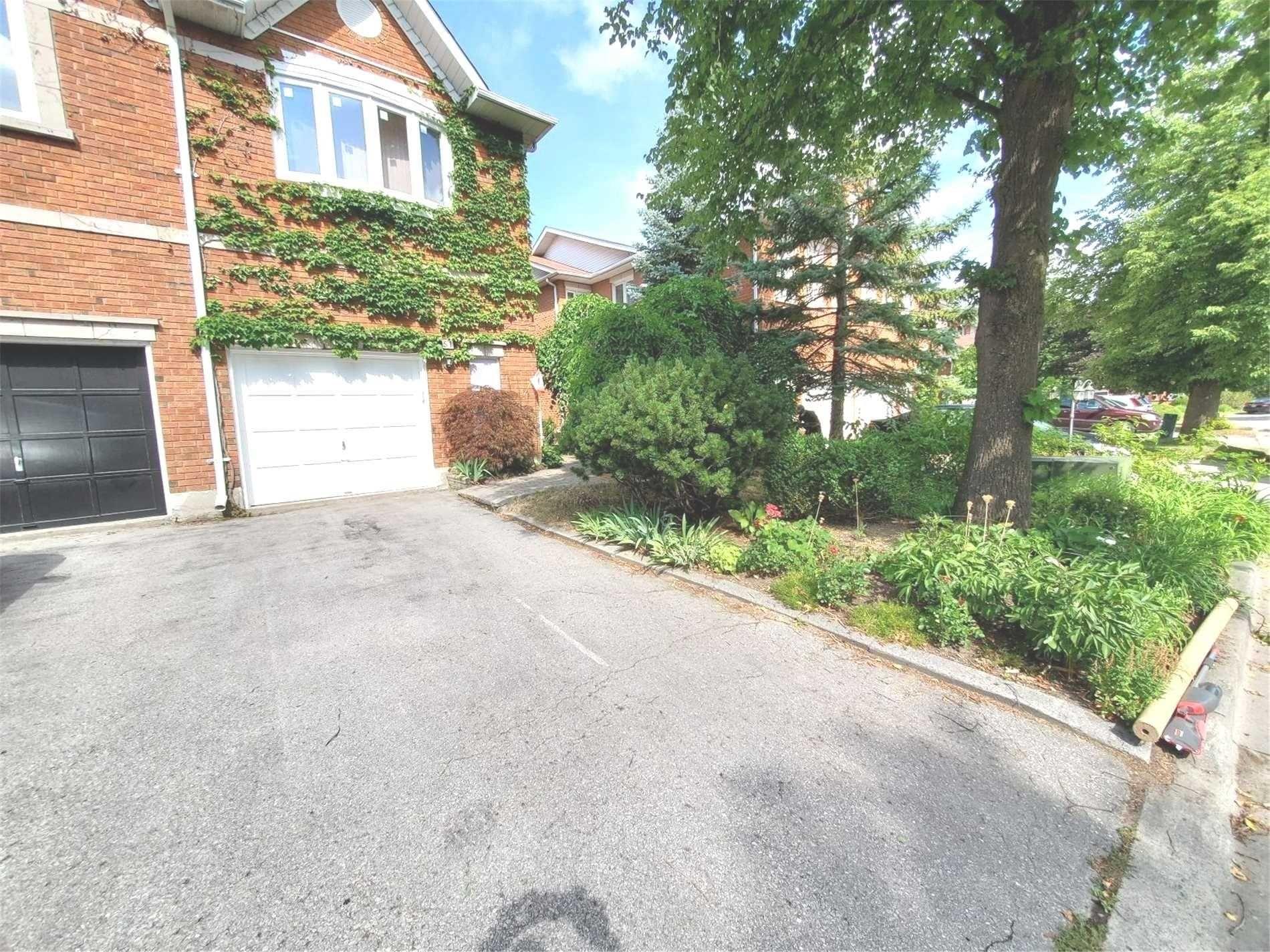 Main Photo: 51 Brownstone Circle in Vaughan: Crestwood-Springfarm-Yorkhill House (2-Storey) for lease : MLS®# N5383654