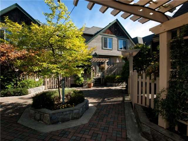 "Main Photo: 16 222 E 5TH Street in North Vancouver: Lower Lonsdale Townhouse for sale in ""Burham Court"" : MLS®# V971412"