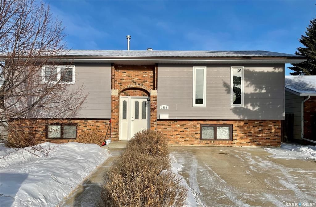 Main Photo: 1393 Regal Crescent in Moose Jaw: Palliser Residential for sale : MLS®# SK842714