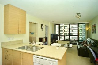 """Photo 4: 2203 977 MAINLAND Street in Vancouver: Yaletown Condo for sale in """"Yaletown Park III"""" (Vancouver West)  : MLS®# R2312985"""
