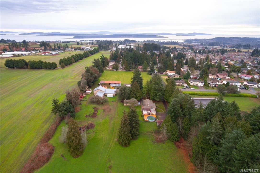 Main Photo: 1814 Jeffree Rd in Central Saanich: CS Saanichton House for sale : MLS®# 797477