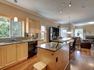 Photo 8: 2288 Selwyn Rd in Langford: La Thetis Heights House for sale : MLS®# 886611