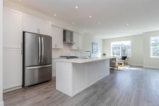 Photo 1: 607 Selwyn Close in Langford: La Thetis Heights Row/Townhouse for sale : MLS®# 834395