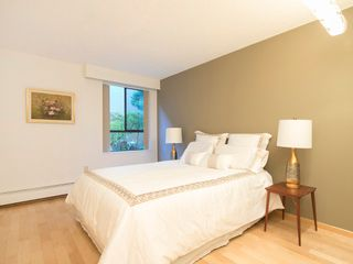 """Photo 18: 104 1930 W 3RD Avenue in Vancouver: Kitsilano Condo for sale in """"THE WESTVIEW"""" (Vancouver West)  : MLS®# R2099750"""