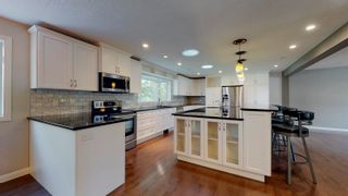 Photo 2: 2 WESTBROOK Drive in Edmonton: Zone 16 House for sale : MLS®# E4249716