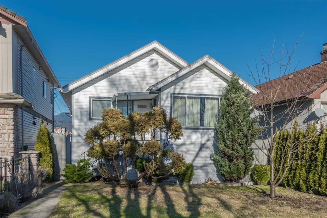 Main Photo: 2829 E PENDER STREET in Vancouver: Renfrew VE House for sale (Vancouver East)  : MLS®# R2135221