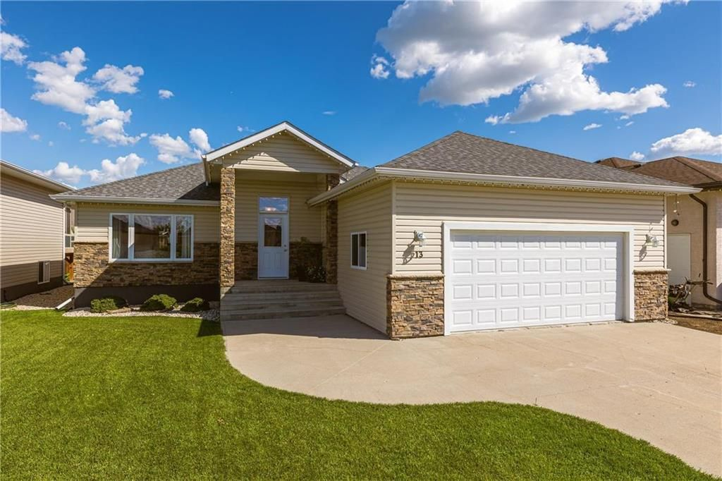 Main Photo: 13 ALDERWOOD Crescent in Steinbach: Southland Estates Residential for sale (R16)  : MLS®# 202122048
