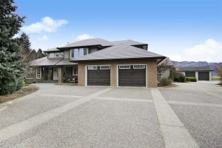 Photo 1: 49294 CHILLIWACK CENTRAL Road in Chilliwack: East Chilliwack House for sale : MLS®# R2584431