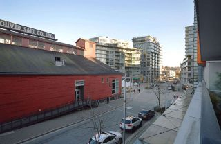 """Photo 13: 304 123 W 1ST Avenue in Vancouver: False Creek Condo for sale in """"COMPASS"""" (Vancouver West)  : MLS®# R2554885"""