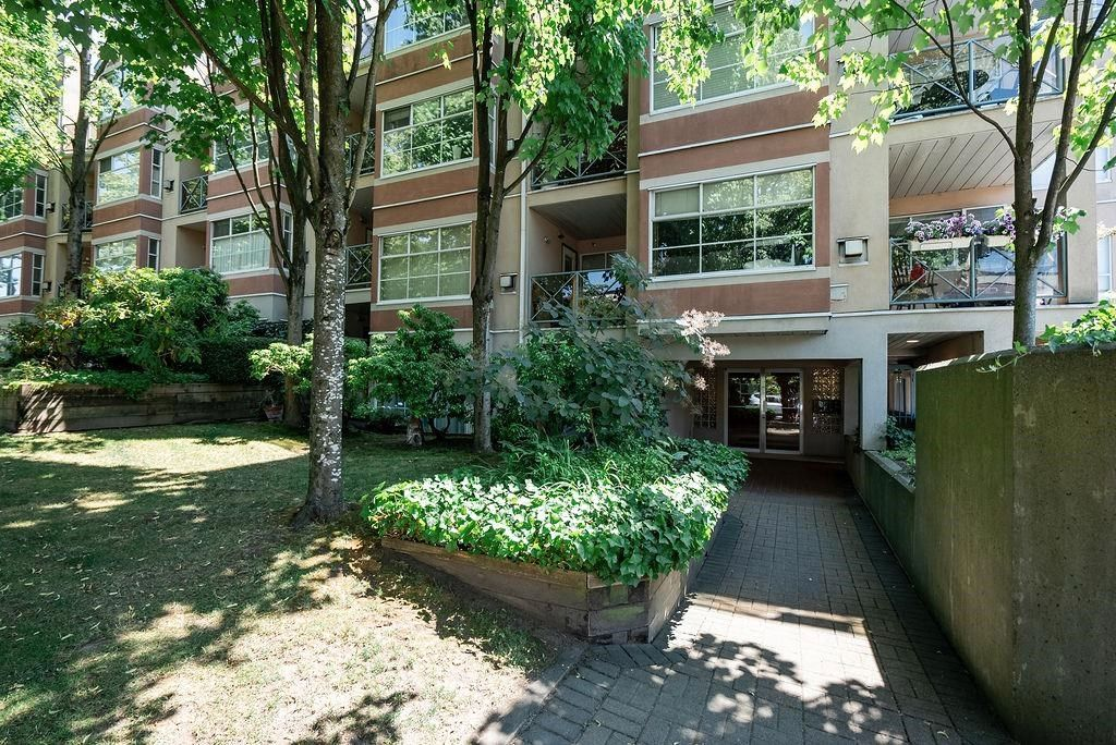 """Main Photo: 402 2388 TRIUMPH Street in Vancouver: Hastings Condo for sale in """"Royal Alexandra"""" (Vancouver East)  : MLS®# R2599860"""