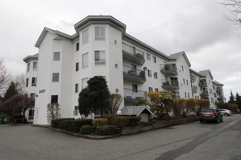 """Main Photo: 211 31831 PEARDONVILLE Road in Abbotsford: Abbotsford West Condo for sale in """"West Point Villa"""" : MLS®# R2250903"""