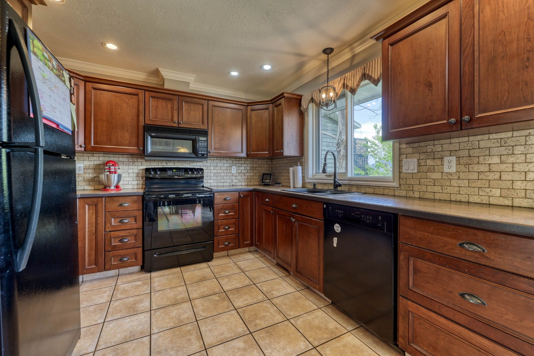 Photo 11: Photos: 2816 Capilano Drive in Kamloops: Juniper Heights House for sale : MLS®# 162002