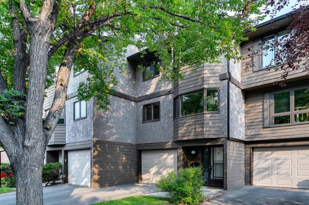 Main Photo: 73 23 Glamis Drive SW in Calgary: Glamorgan Row/Townhouse for sale : MLS®# A1146145